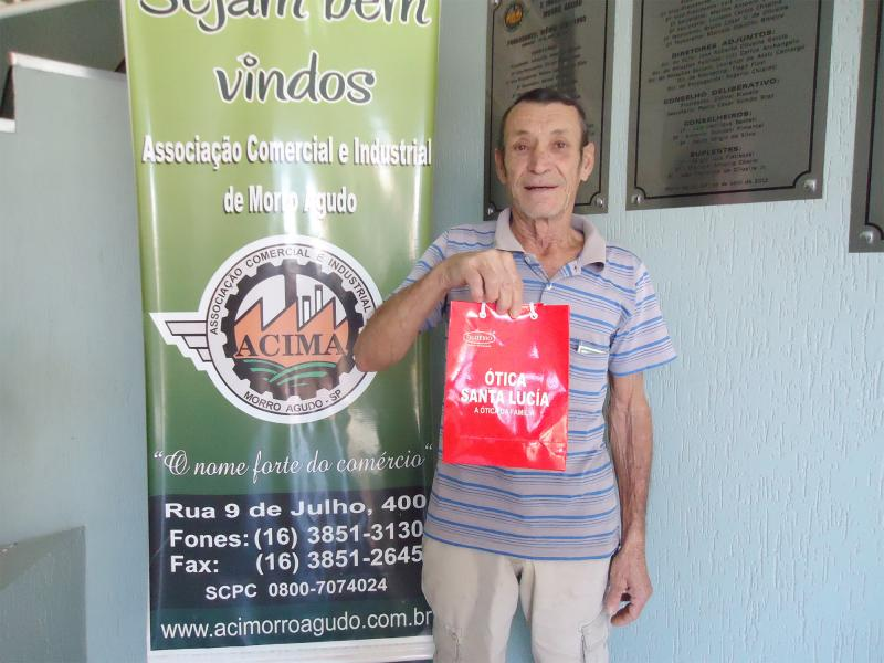 Empresa que doou: Ótica Santa Lucía - Ganhador: Rogério Bento - Empresa onde comprou: Sunset Boutique - Foto: Jerônimo Bento (Pai do ganhador)