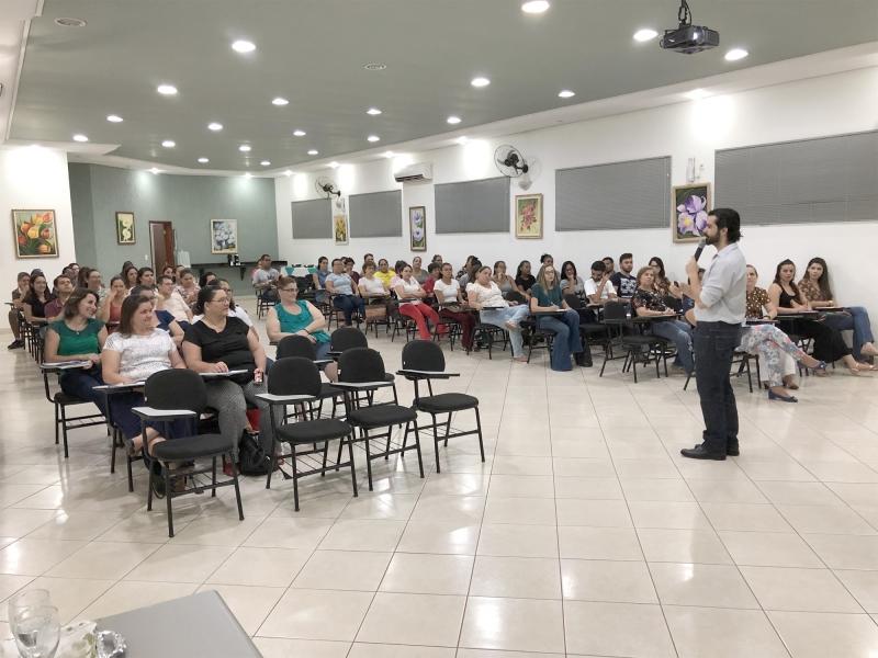 Palestra Ministrada pelo palestrante Fábio Menezes: Marketing Digital